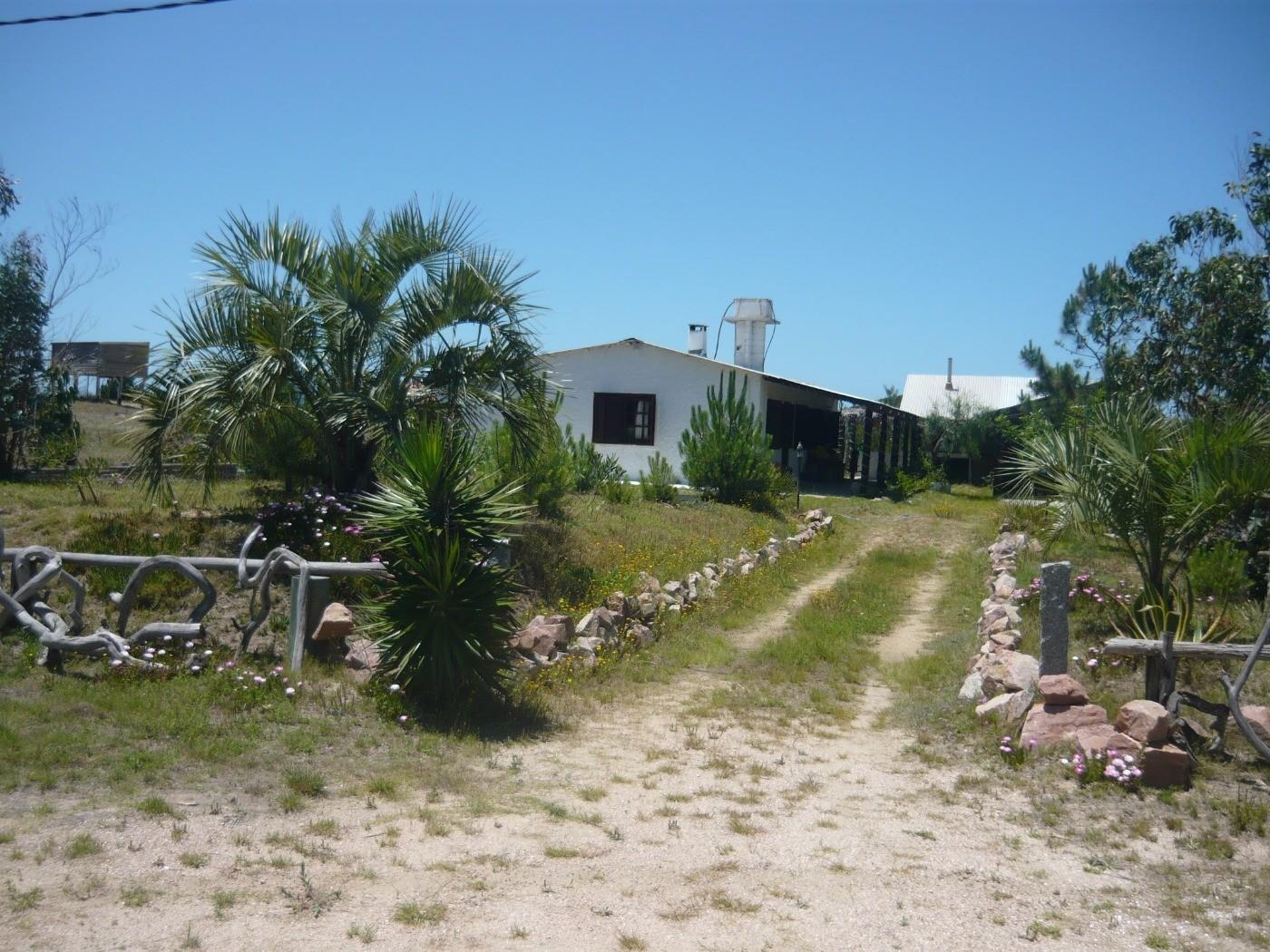 Mindmyhouse hermosa casa con jardin en la costa uruguaya for Casa con jardin