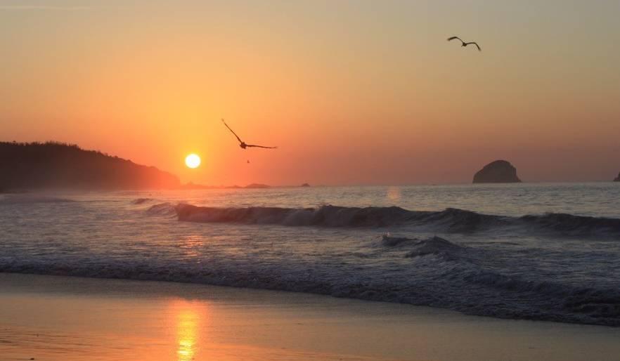 Sunrise in San Agustinillo. beach nearby.
